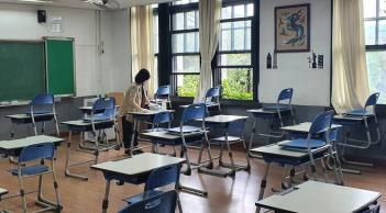'등교 D-2' 교실 가보니 책상 띄엄띄엄.. 첨부이미지