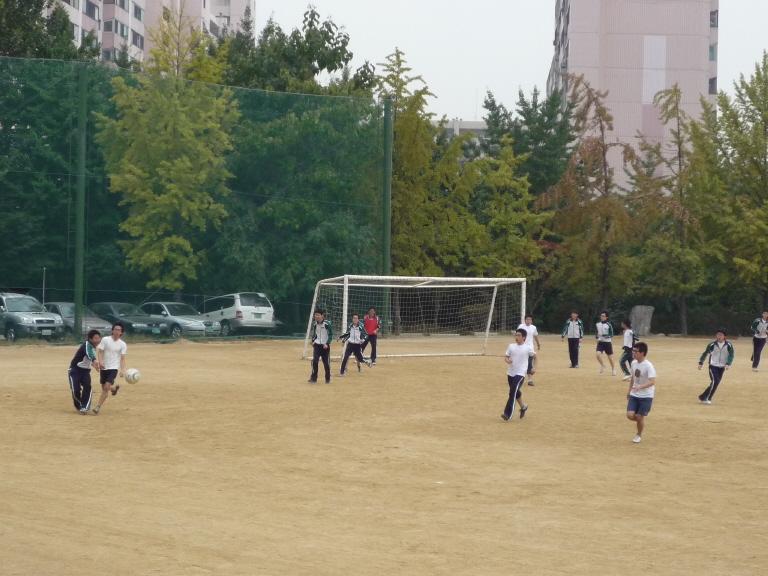 축구 예선 1학년 6반 vs. 9반 첨부이미지