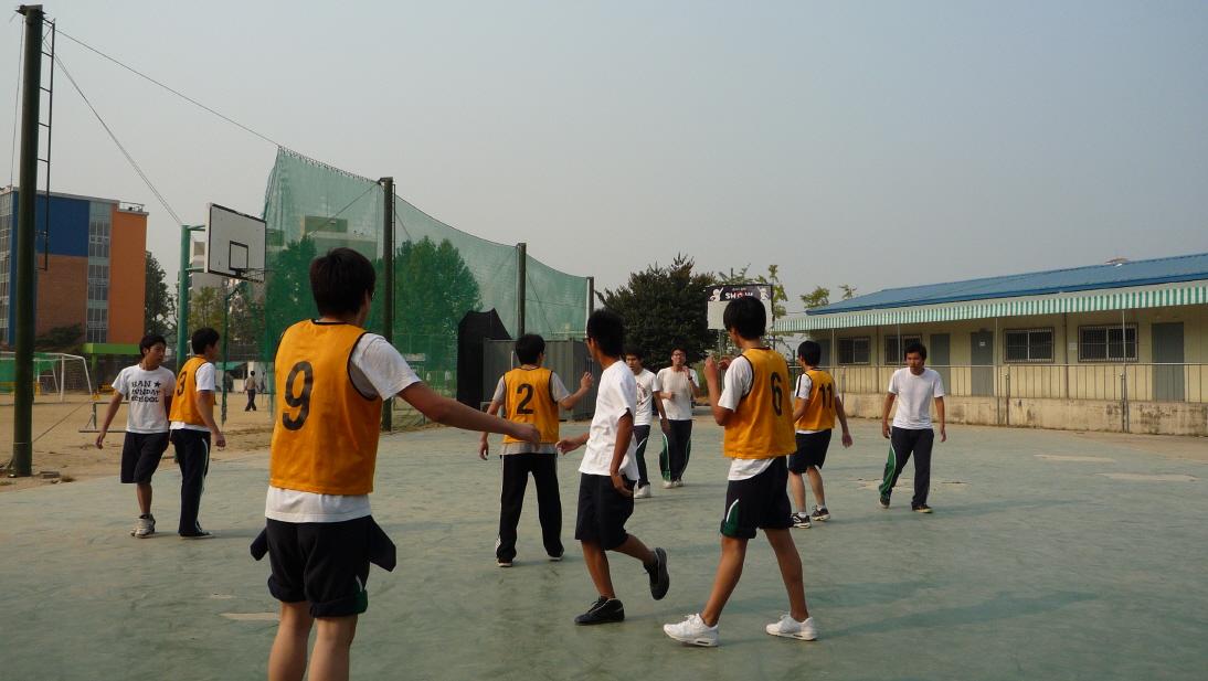 농구예선 1학년 3반 : 6반 첨부이미지