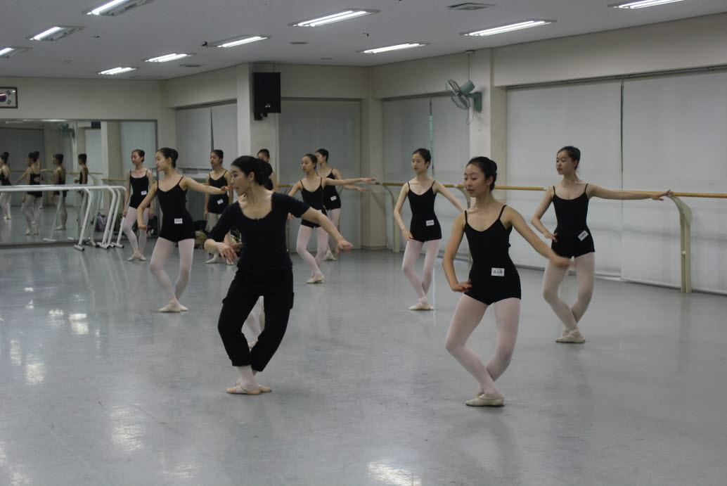 2012학년도 무용과 외부교수특강 (발레5) 첨부이미지