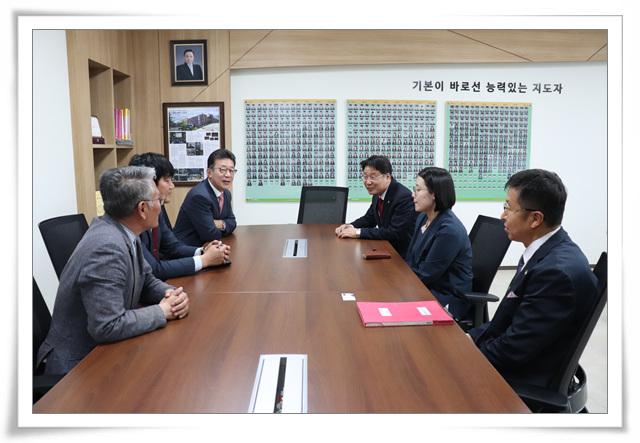 5/16(목) 홍철호 의원 본교 방문 첨부이미지